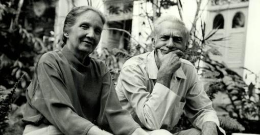 o-escritor-poeta-e-dramaturgo-ariano-suassuna-e-sua-mulher-zelia-em-recife-penegativo-12116-1991-1378496031495_956x500