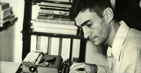 o-escritor-poeta-e-dramaturgo-ariano-suassuna-usa-maquina-de-escrever-1378496045568_956x500