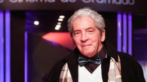 Domingos José Soares de Oliveira foi um ator, diretor, dramaturgo de cinema e teatro, poeta e cineasta brasileiro.